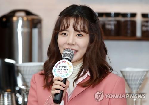 少时Sunny应援韩-东盟特别峰会
