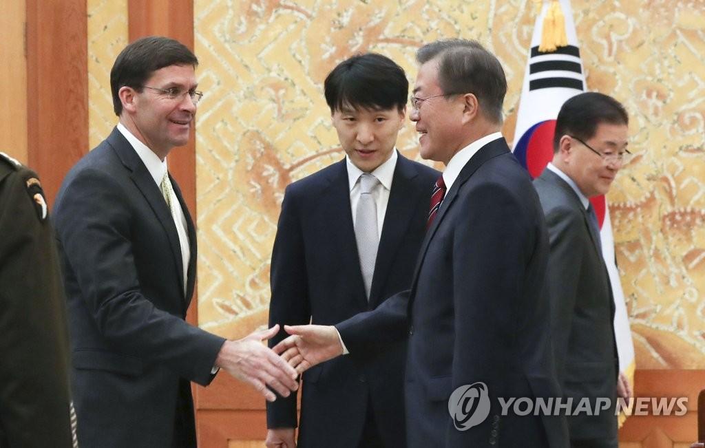 文在寅表示韩日难以互换军事情报