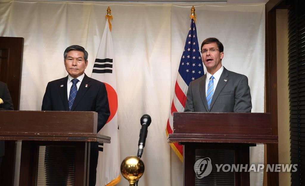 韩美防长在泰共同会见记者