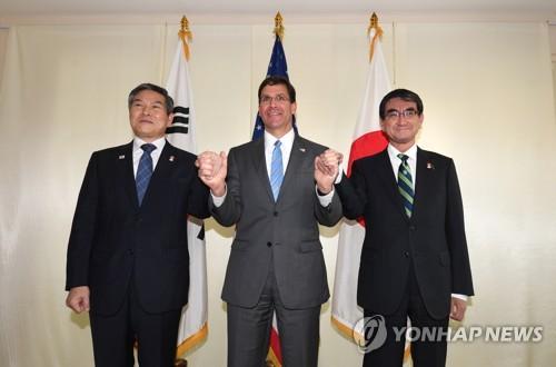 韩美日防长在泰会晤