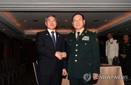 韩中防长在泰会晤