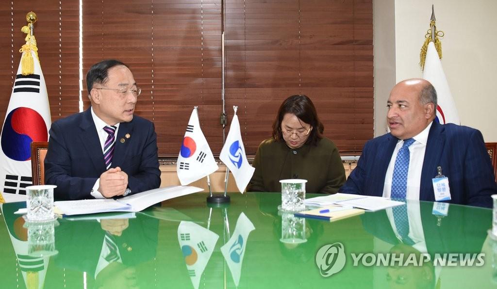 韩副总理会见欧开行行长