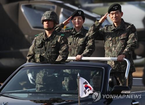 韩国陆军航空作战女司令阅兵