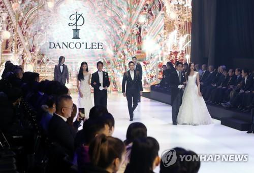 韩东盟时装周开幕