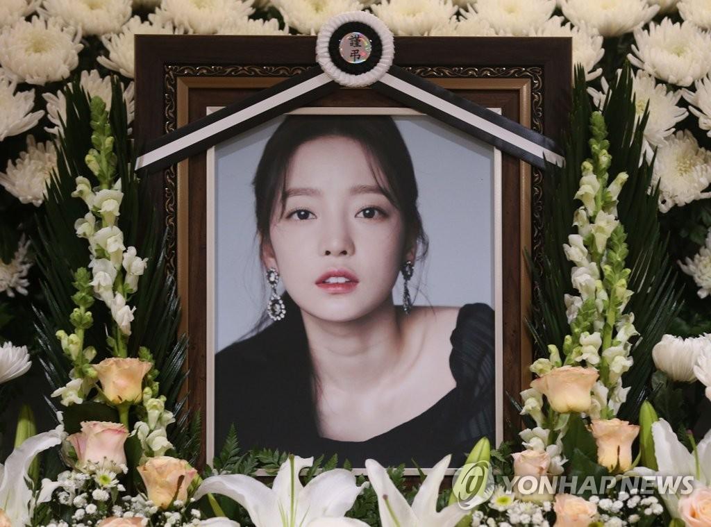 韩星具荷拉出殡仪式非公开举行