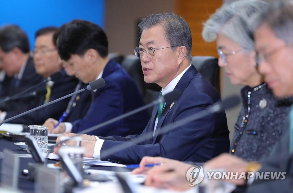 11月25日,在釜山威斯汀朝鲜酒店,文在寅参加韩菲首脑会谈。 韩联社