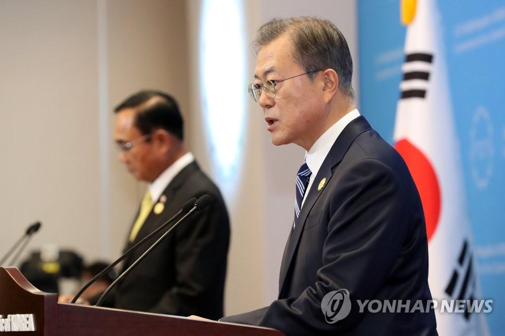 文在寅在韩国-东盟特别峰会后发表联合新闻公报。 韩联社