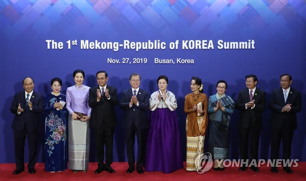 文在寅出席韩国-湄公河流域国家峰会欢迎晚宴并发表讲话