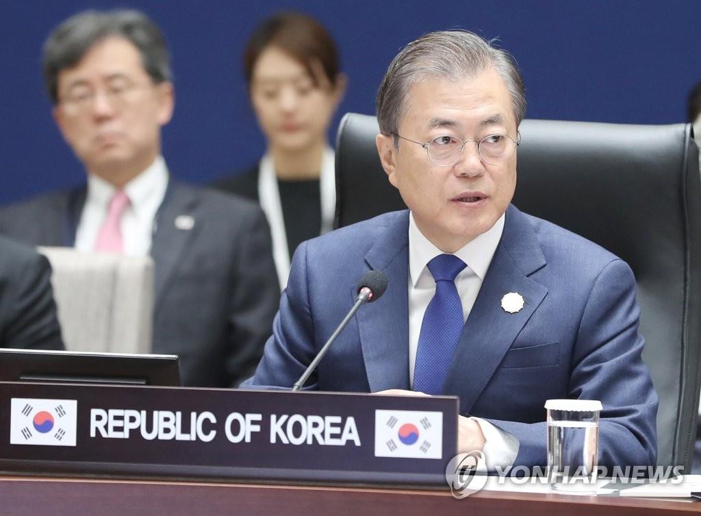 11月27日上午,在釜山APEC世峰楼,文在寅出席韩国-湄公河流域国家峰会。 韩联社