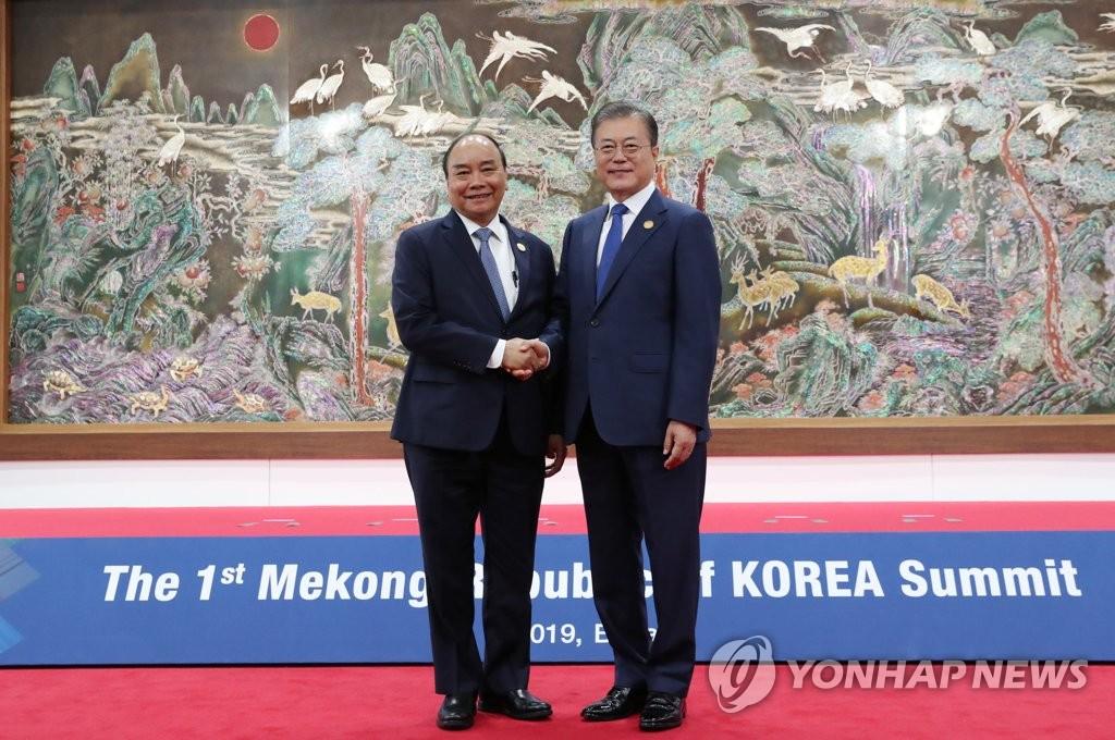 韩越首脑会谈在青瓦台举行