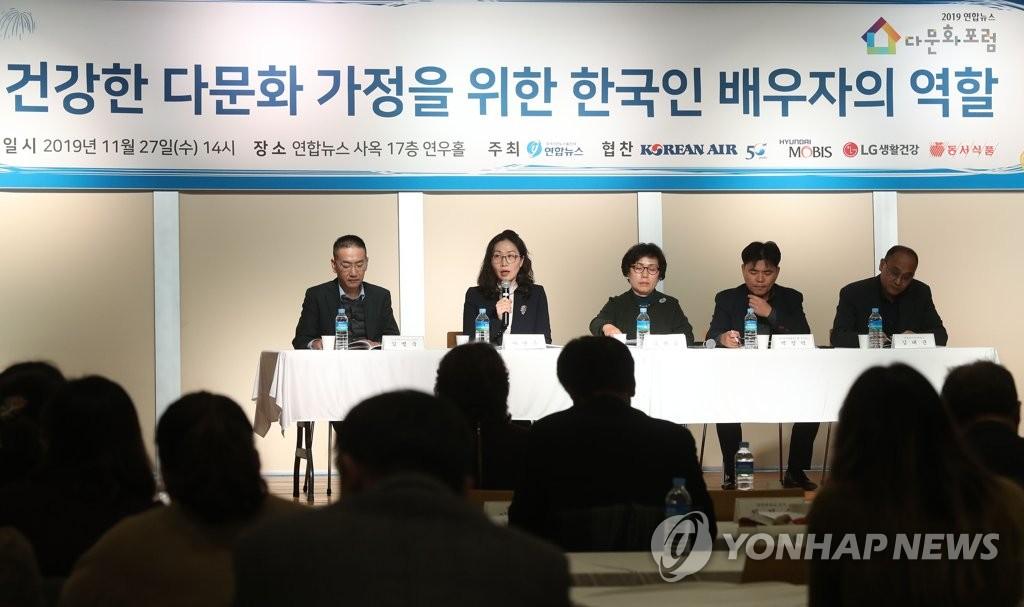 资料图片:2019年11月27日,专家在2019韩联社多元文化论坛上发言。 韩联社