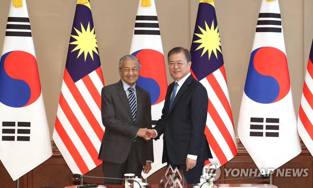 文在寅会见马来西亚总理马哈蒂尔