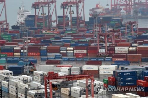 韩国釜山港3月转运量环比增长10.6%