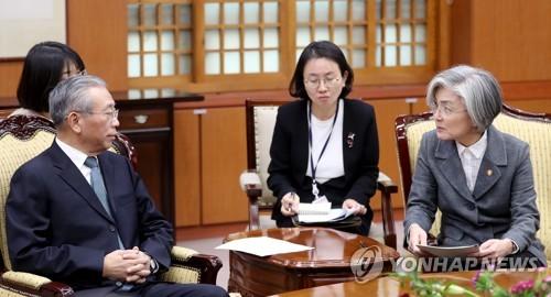 韩国外交部长官康京和会见山东省委书记刘家义