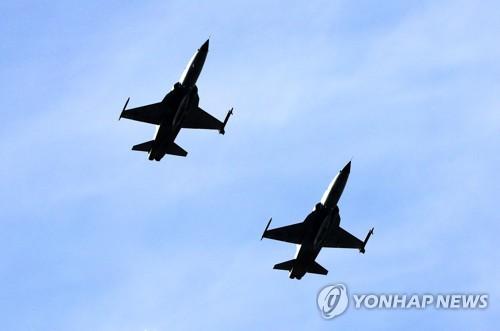 F-5战机参加空中作战演习