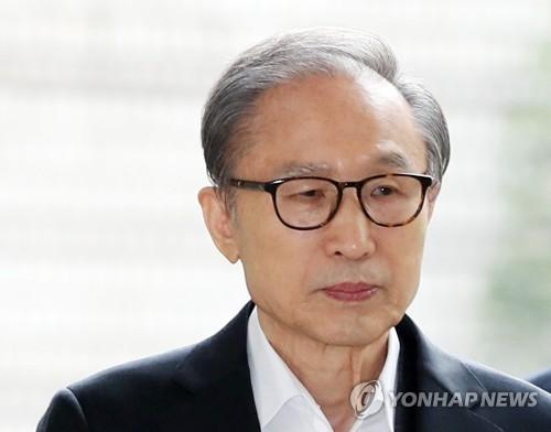 李明博出庭受审