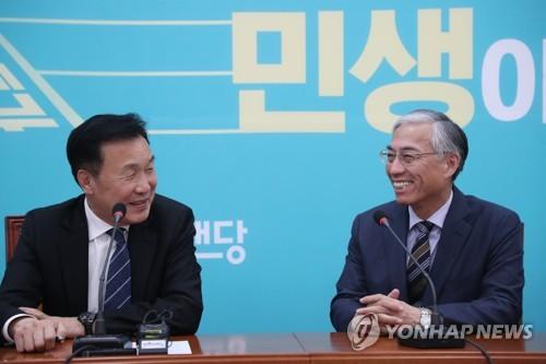 中国驻韩大使邱国洪会见韩国两党党首