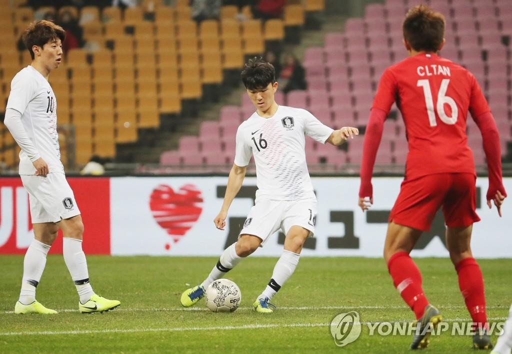 东亚杯韩国男足首战2比0战胜香港