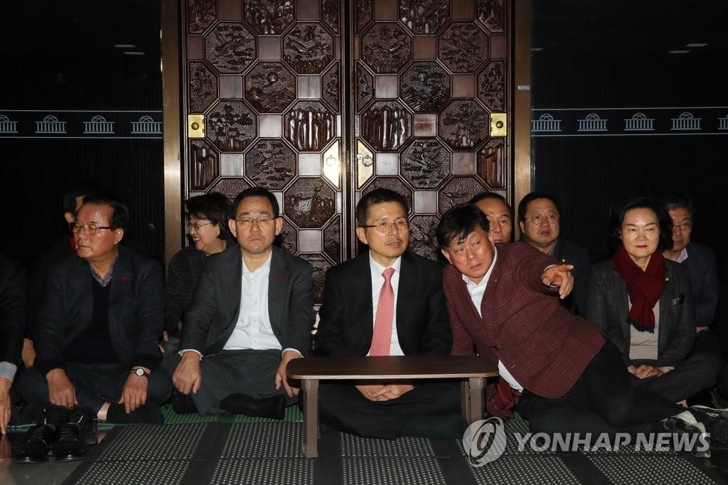 韩最大在野党举行静坐示威