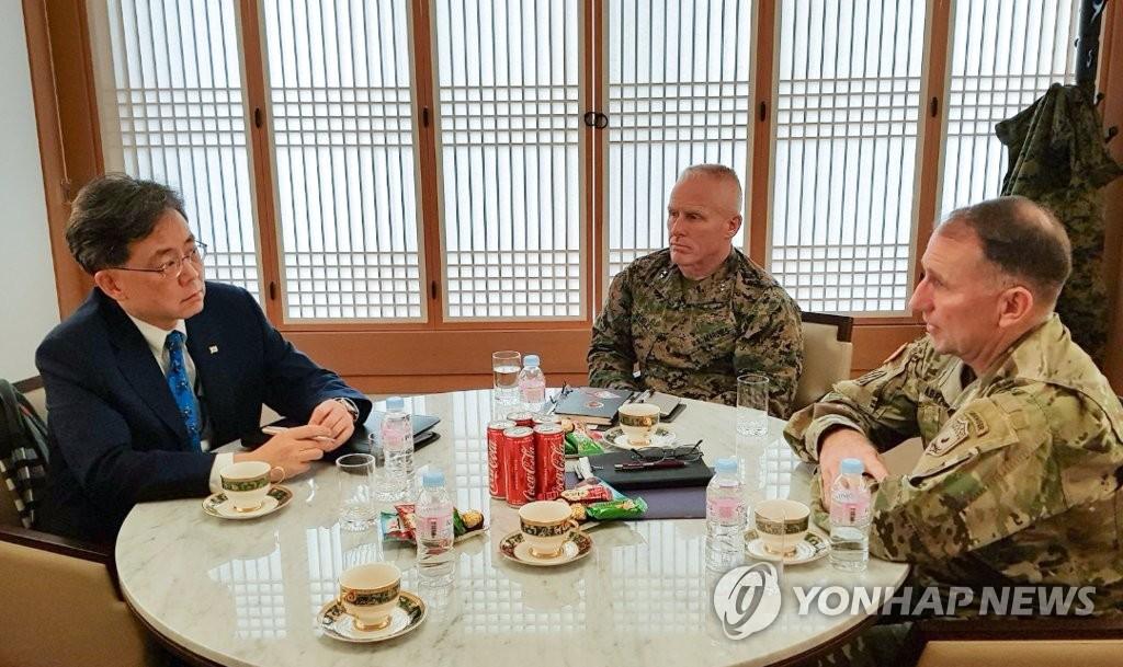 青瓦台高层会见驻韩美军司令