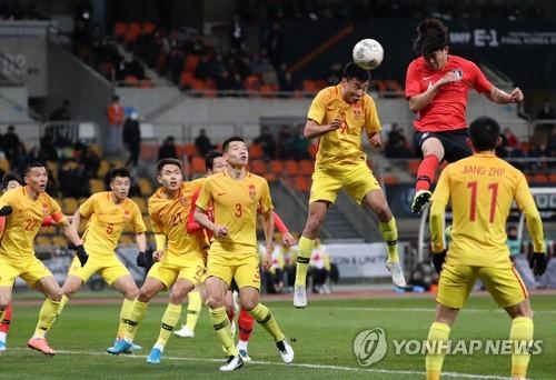 韩国选手头球破门
