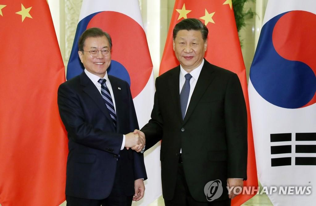 简讯:文在寅在北京同习近平举行会谈