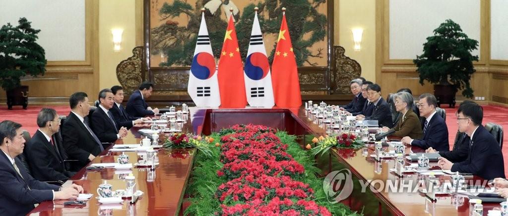 12月23日,在北京人民大会堂,韩国总统文在寅同中国国家主席习近平举行会谈。 韩联社