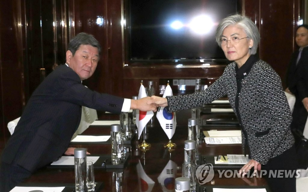 韩日外长在成都举行会谈