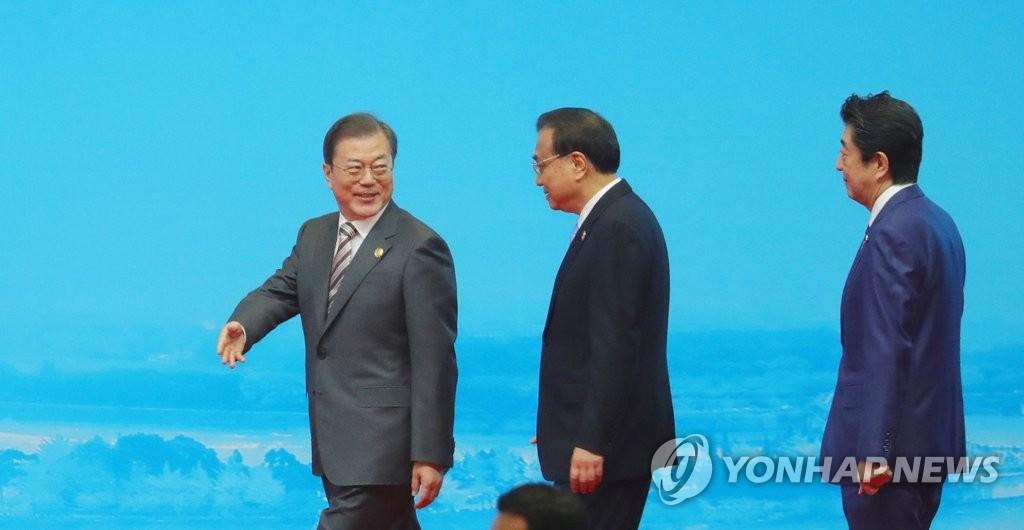 简讯:文在寅出席韩中日工商峰会强调维护自贸秩序