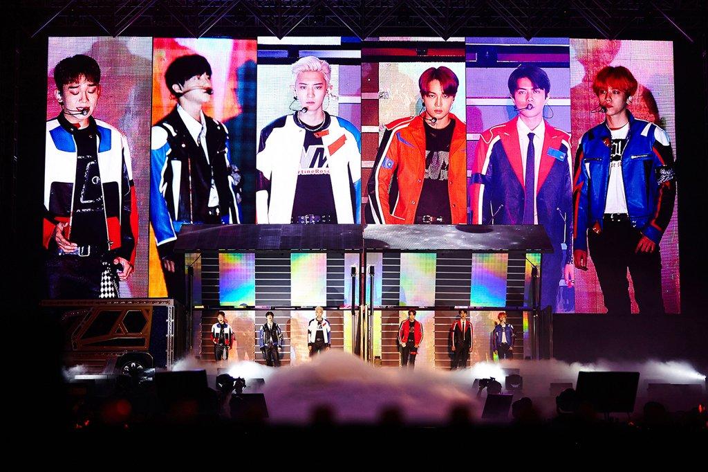 """EXO PLANET #5 - EXplOration [dot])""演唱会现场照 韩联社/SM娱乐供图(图片严禁转载复制)"