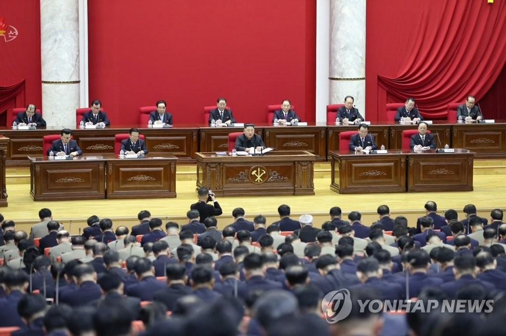 据朝中社12月30日报道,朝鲜劳动党第七届中央委员会第五次全体会议29日进入第二天。图为会议现场。 韩联社/朝中社(图片仅限韩国国内使用,严禁转载复制)