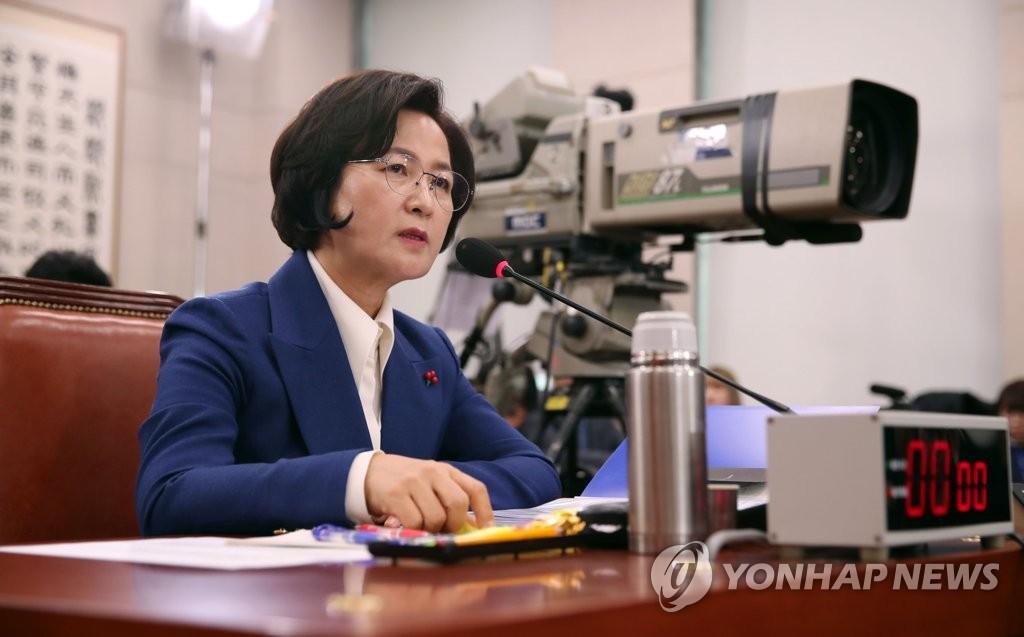 12月30日,在国会,法务部长官候选人秋美爱在人事听证会上答辩。 韩联社