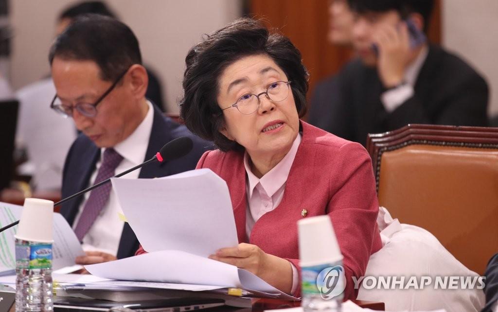 韩情报机构:朝鲜逾7000人被医学隔离观察