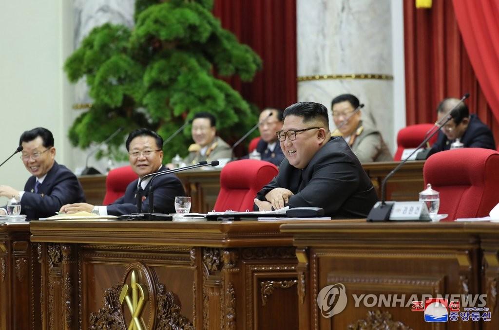 上月31日,在朝鲜劳动党中央党部,金正恩出席七届五中全会。 韩联社/朝中社(图片仅限韩国国内使用,严禁转载复制)
