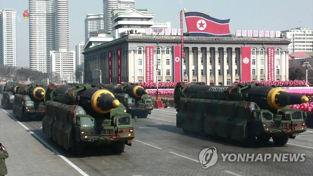 """朝鲜发行""""火星-15""""号洲际弹道导弹纪念币"""