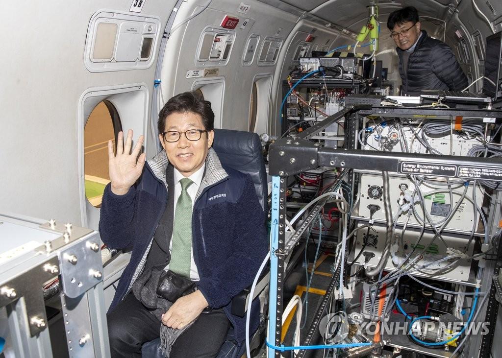 韩国环境部长官乘机参观颗粒物空中监测