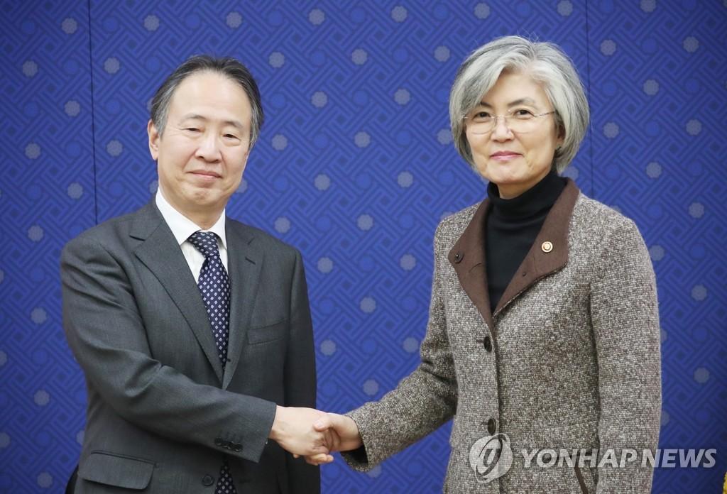 韩外长康京和会见新任日本驻韩大使富田浩司