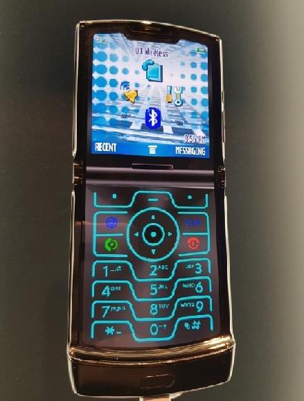 资料图片:摩托罗拉折叠屏手机Razr 韩联社