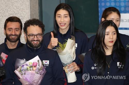 韩女排传奇金软景回国
