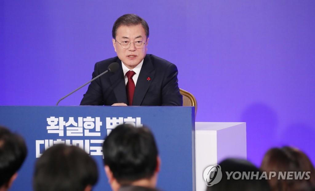 1月14日,在青瓦台,文在寅举行新年记者会。 韩联社