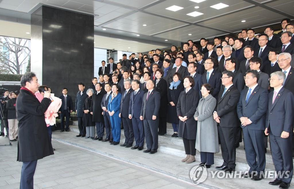 韩总理李洛渊离任