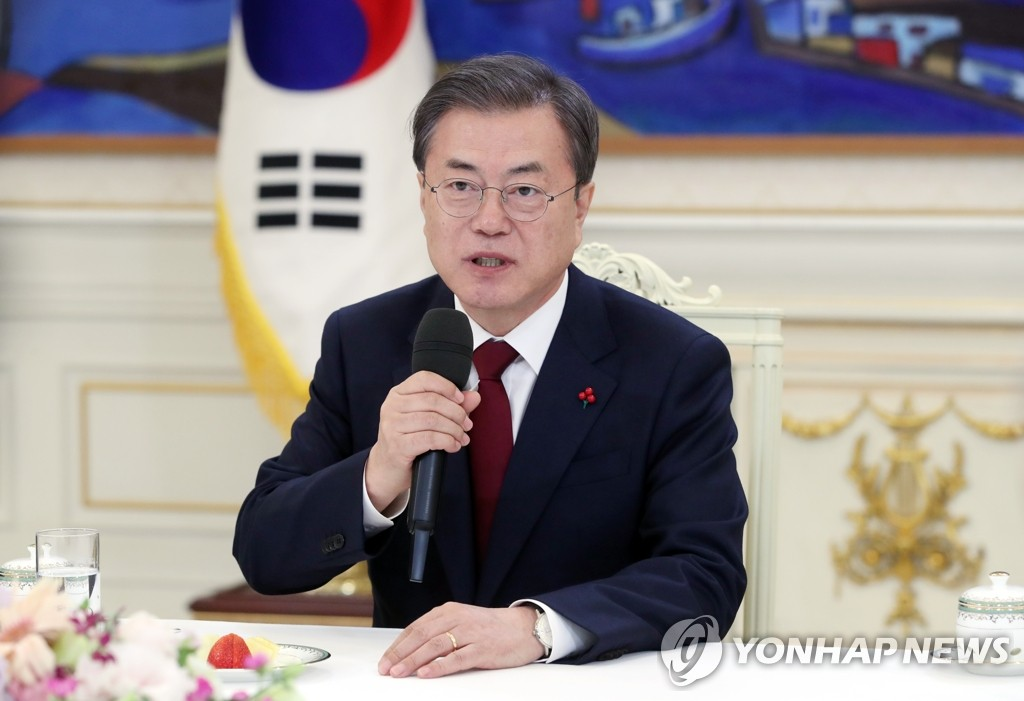 资料图片:1月14日,在青瓦台,文在寅任命新总理后开座谈会。 韩联社