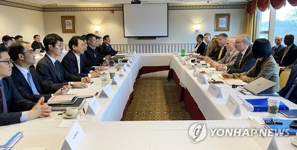 资料图片:地时间1月14日,在美国华盛顿,韩美举行旨在签署第11份防卫费分担特别协定(SMA)的第六轮谈判。 韩联社/外交部供图(图片严禁转载复制)