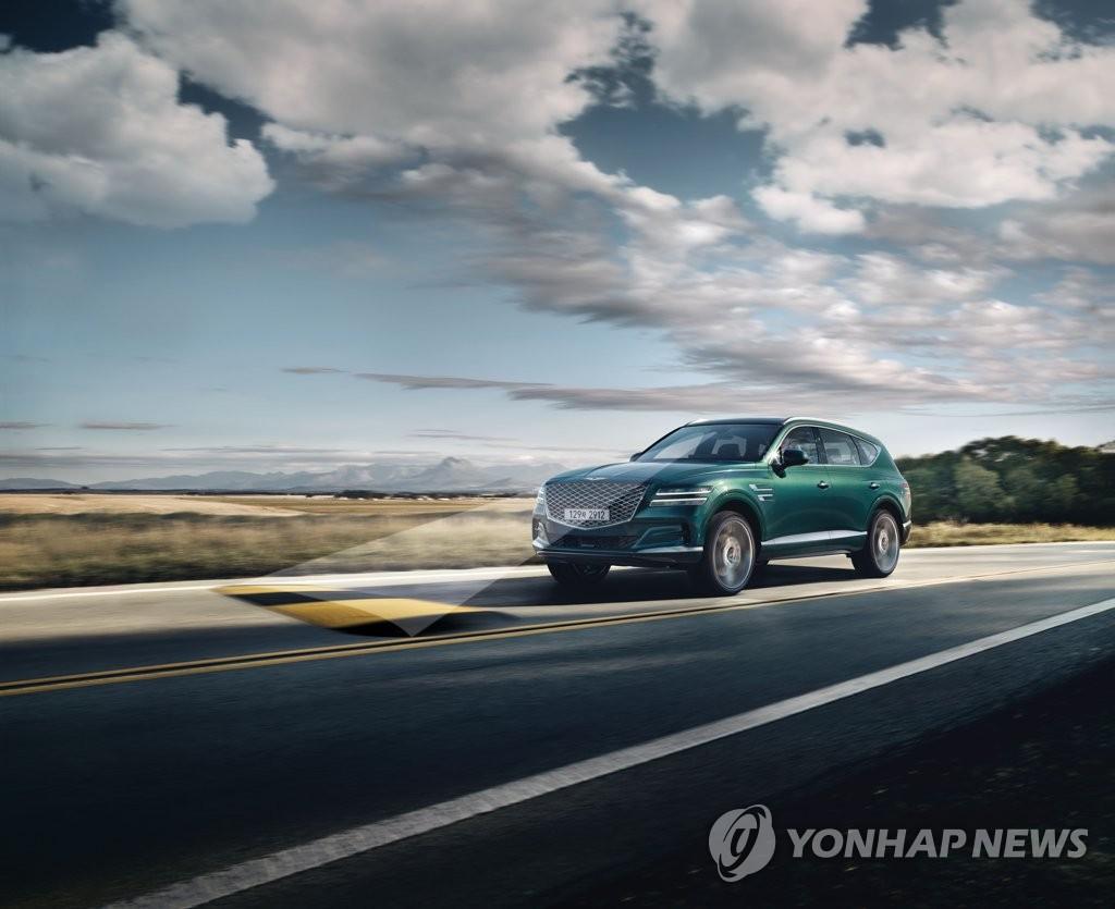 """资料图片:现代汽车旗下品牌捷尼赛思1月15日表示,首款SUV车型""""GV80""""正式上市并发售。 韩联社/捷尼赛思供图(图片严禁转载复制)"""