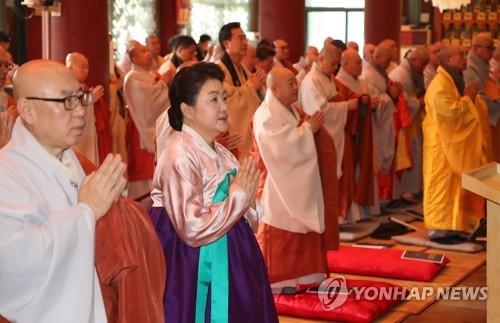 韩第一夫人出席祈福法会