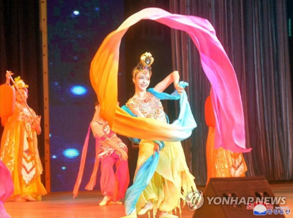 朝中友好迎春文艺演出在平壤举行