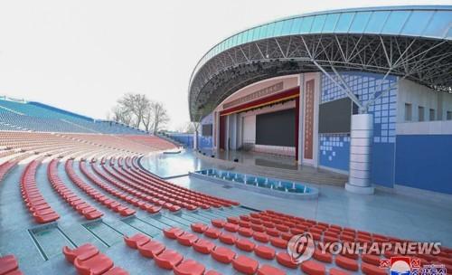 平壤青年公园露天剧场竣工