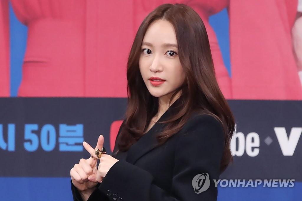 1月20日下午,在首尔市麻浦区MBC电视台,歌手兼演员HANI(安喜延)亮相电视剧《XX》发布会。 韩联社