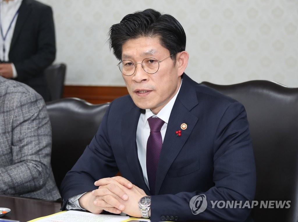 韩国政府加强新型冠状病毒肺炎防控措施