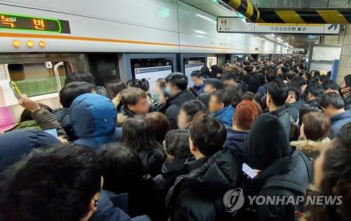 地铁故障影响市民上班